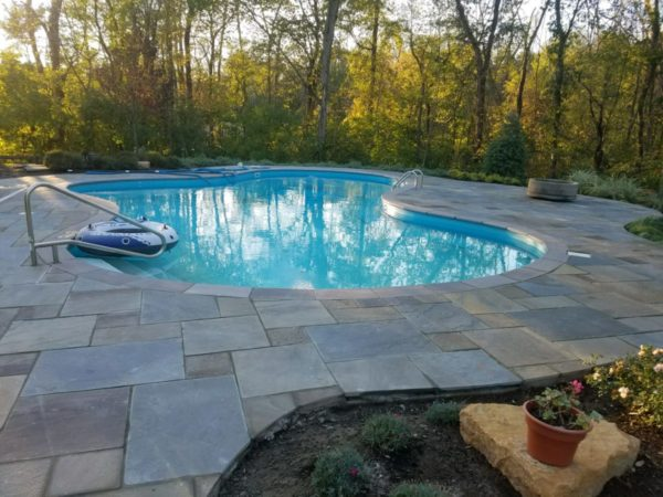 Natural Cleft Pattern Bluestone Patio and Pool Coping