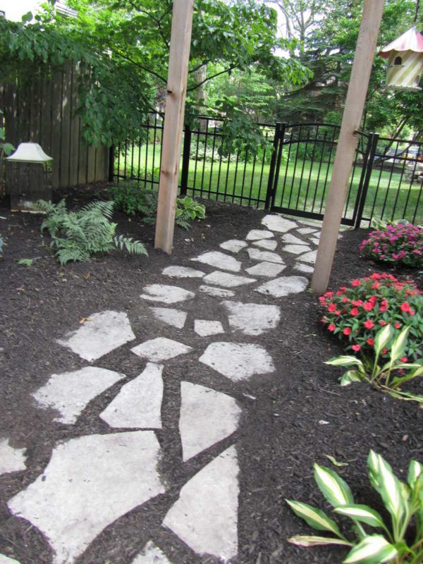 Ottawa Smooth Irregular Flagging Pathway with Boulders