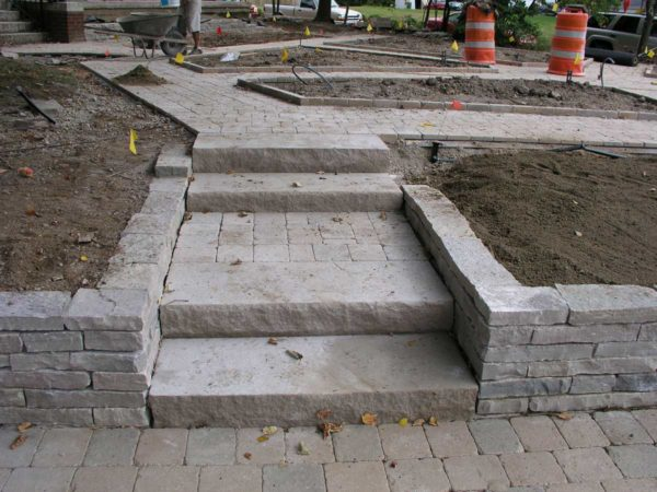 Ottawa Smooth Retaining Wall and Indiana Limestone Steps